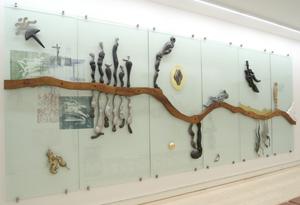 """""""Jeg gik mig over sø og land – det lille glasrelief"""", 1999"""