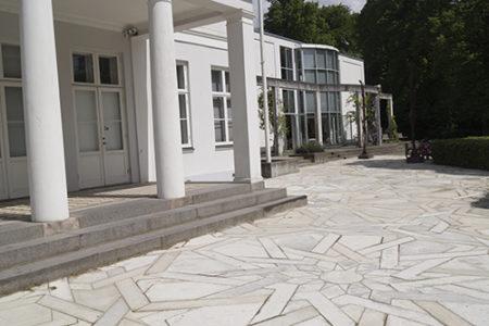 Beton belægning foran Horsens Kunstmuseum