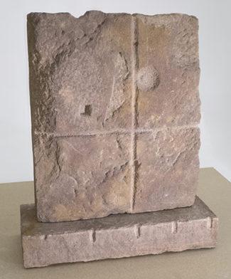 Rød sandstensskulptur 1958