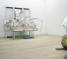 Antisocial Sculpturam 2013 Skulptur i hvid og sort beton, stålwire, spejle, glassokler, gips, voks, filt, kobberplade, aluminiumsgitre, Bjørn Nørgaard