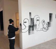 Phuc Van Dang under udstillingens opbygning